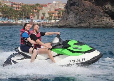 Experimenta la emoción de conocer la isla desde el mar a toda velocidad con nuestras motos de agua.